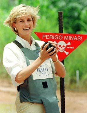 Lady Diana visitando minas terrestres em Angola
