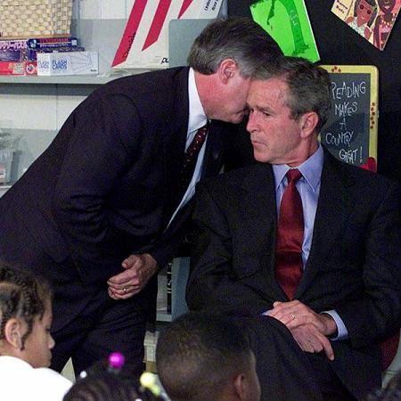 Momento em que Bush fica sabendo do atentado nas Torres Gemeas