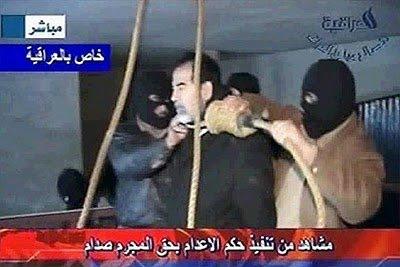 Saddam Hussein sendo enforcado